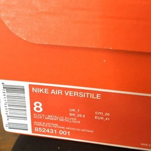 Nike air versatile men's shoe size 8